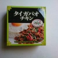 野菜炒めに缶詰混ぜ、目玉焼きのせ
