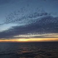 2016年小笠原村硫黄島慰霊墓参(416)小笠原丸で硫黄島を周回(127)太平洋に沈む夕日(7)