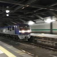 トンネルからゴーっと出てくる電車♬
