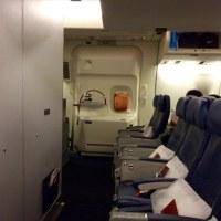 2016年ハワイ旅行 747 35列目非常口席