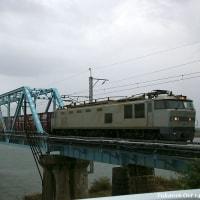 鉄橋を渡る銀さんと赤雷君(雨の日と秋晴れの日)