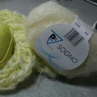 編み物してます✋
