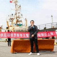 上海長興に活タラバガニが始めてサハリンから直送される