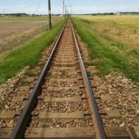 線路は続くよ・・・否・・・道か・・・