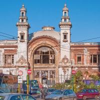 2005.04.19 イタリア プッリャ州 バーリ: 「ほぼ廃墟」の立派な建物