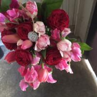 ピンクと赤いお花のブーケ