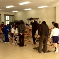 今日も中央小学校の手織り教室でした
