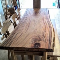 1820mm超、クスの一枚板テーブル、お客様の木の香る京都の別荘へお届けを。一枚板と木の家具の専門店エムズファニチャーです。