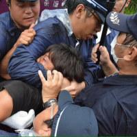 報道の自由を暴力で奪う警察。それを容認する官邸