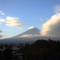 黒田投手登板 富士山周りにスクリュー雲 その後湘南は雨17℃まで