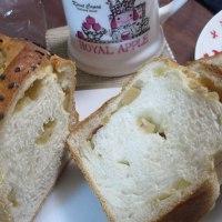 桜ベーカリーのおさつ食パン