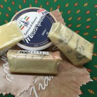 本日チーズが4種類入荷しました!