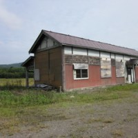 深名線廃線20年以上が経過した、JR鷹泊駅舎の今の姿。
