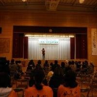 シンガーソングライターの富永裕輔さんのライブを枝光小で聞きました。やわらかい歌声で、目がうるるでした(T_T)