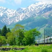 北安曇野の初夏・・・残雪の白馬連峰・・・JR大糸線を「特急あずさ3号」が走る