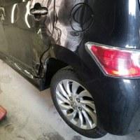 トヨタbB4WD自動車保険適応で修理です。