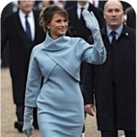 〇【トランプ米大統領就任式】・・・・・ラルフ・ローレンで=水色ドレス姿のメラニア夫人⇔大統領を横に見て!