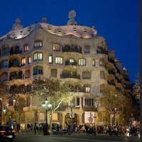 スペインの建築家アントニオ・ガウディが生まれた。