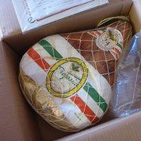 イタリア パルマ産【生ハム原木】到着