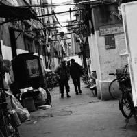 上海紀行・傾いた路地
