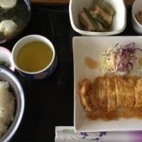 10月21日の日替わり定食550円は ポークピカタ、生姜のソース です。
