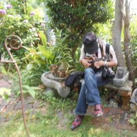 受講下さる一部のトミーファン様たちが花以外にトミーも撮影されます。