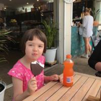 娘はシドニーでビーチ三昧、そして小学校に行く準備。