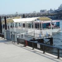隅田川を下る水上バス