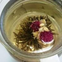 5月の楽しむティタイム 華やかに水中で開く母への想い 工芸茶