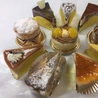 秋のケーキ、お店にずらりと並んでいます!