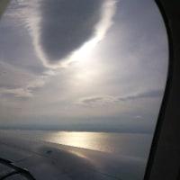空から 富士山と光る海