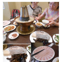 中華街、台風で伸びた日程は参加者半減、予定通り「東北人家新館」で鍋を楽しむ。