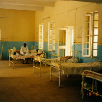 コンゴのエボラ発生、地理的条件の有利と不利