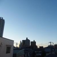 今朝(1月18日)の東京のお天気:晴れ、(1月の作品:祈願の坐像)
