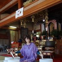 元興寺文化財研究所 研究員さんにより、豊橋市指定文化財の木札3点をクリアケースに入れる作業が行われました。