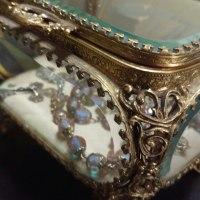 ベベルガラスのジュエリーボックス