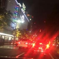 雨の日曜日/慌ただしい年末の街並み