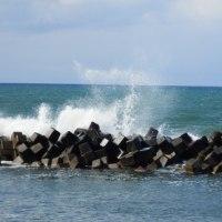 荒波の日本海