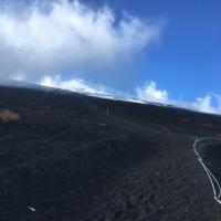 富士山でカメラが滑落!