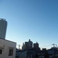 今朝(1月21日)の東京のお天気:晴れ、(1月の作品:祈願の坐像)