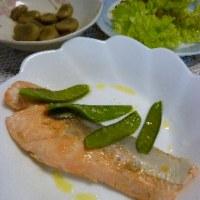 鮭のバター焼き  ソラマメの煮物