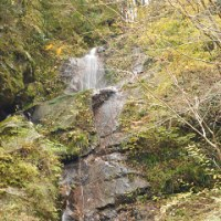 佐久間ダム付近の滝