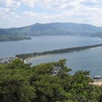 日本三景、天橋立で股覗きをする