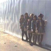 福岡聖菜、高倉萌香、谷川聖「軽蔑していた愛情」衣装。AKB48衣装図鑑オフショット