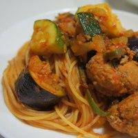 ミートボール、茄子、ズッキーニのスパゲッティ