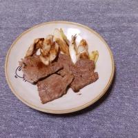 つまみ 牛もも肉とネギのコンソメ炒め