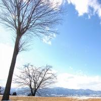 雪消月の青い空。