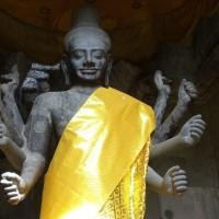 高さ4mのヴィシュヌ神像――アンコール・ワット西塔門南側