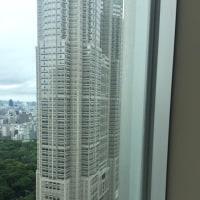 新宿高層ビルにて昼食
