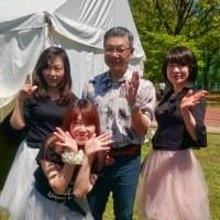 出演前、ステージ裏のV-Sisters! 手当たり次第に記念撮影!!